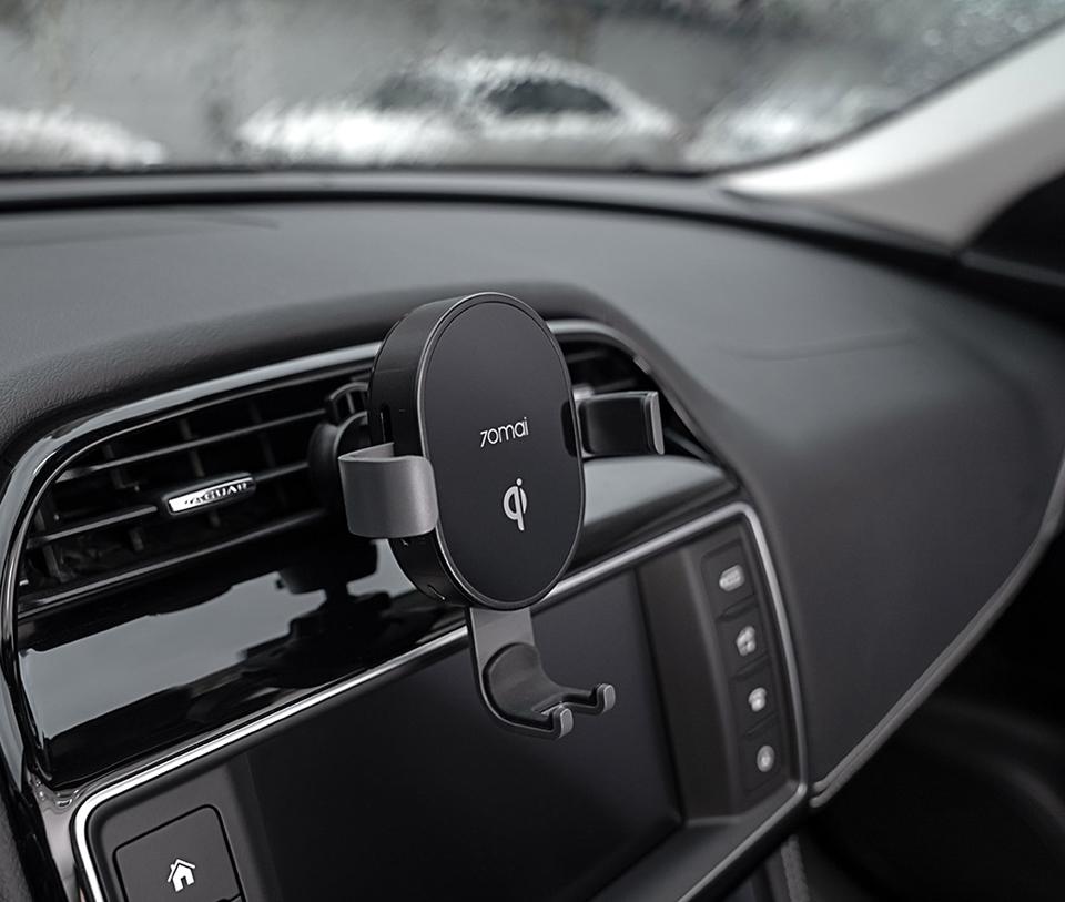 Автомобильное крепление 70mai Wireless Car Charger Mount Black в салоне авто